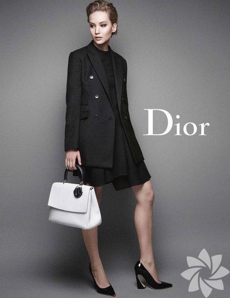 Miss Dior kampanya fotoğraflarını geçtiğimiz günlerde moda tutkunları ve moda otoritelerinin beğenisine sundu.
