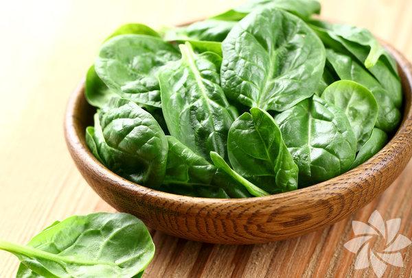Demir, magnezyum, fosfor ve iyot mineralleri ve protein açısından zengin bir besin olan ıspanak ayrıca A, C, E ve B grubu vitaminleri de içeriyor.