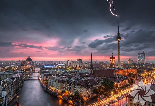 Berlin, Almanya'nın başkenti ve en büyük şehri.