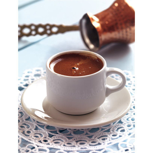 Türk kahvesinin içiminden sonraki başka bir geleneğin, özellikle kadınlar arasında sürdürüldüğünü genellikle herkes bilir. Kahve falı... Son zamanlarda gençler arasında o kadar yaygın bir duruma geldi ki! Nedir bu kahve falı merakı diye sormadan edemiyoruz. Meğer tadından ayrı bir de cepte fal olayı da varmış... Geleneksel kahve falının modernleşmesiyle ortaya akıllı cihazlardaki kahve falı uygulamaları çıktı.