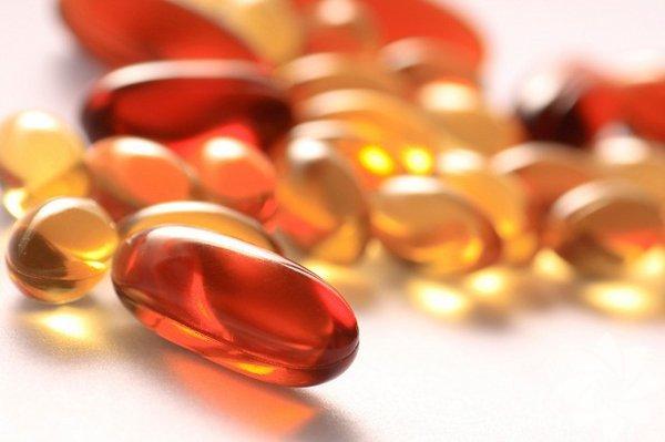 B12 vitamini: Vücuttaki pek çok hayati fonksiyon için çok önemli olan B12 nin en önemli kaynağı kırmızı et. Bu nedenle eğer et yemiyorsanız, mutlaka B12 vitaminini takviye olarak almanız gerekiyor.