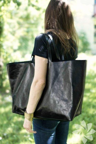 Kısa boyluysanız büyük çantalardan uzak durmalısınız. Aksesuardan çok siz çantanın aksesuarı gibi gözükürsünüz. Ve hoş bir görünüm olmaz. Minik kadınların daha küçük ya da orta boy çantalar kullanması yerinde bir tercih olacaktır.