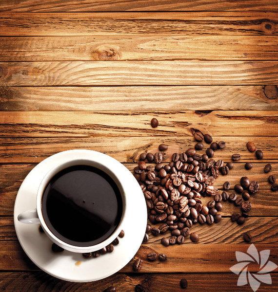 Kahve, çay ve soda tüketiyorsunuz, peki bu popüler içeceklerle ilgili ne kadar bilgi sahibisiniz?Çoğumuzun her gün tükettiği içeceklerden bahsediyoruz. Bu acı tatlı içecek merkezi sinir sistemini uyarır, size zinde hissettirir. Orta dozlarda, bellek, konsantrasyon ve zihinsel sağlığı artırmak dahil, sağlık faydaları sunabilir.Ancak aşırı miktarlarda tüketildiğinde kafeinin kalbi hızlandırması, uykusuzluk, anksiyete ve huzursuzluk gibi yan etkileri olabilir. Aniden kullanımı kesmek ise baş ağrısı ve sinirlilik gibi yoksunluk semptomlarına yol açabilir.