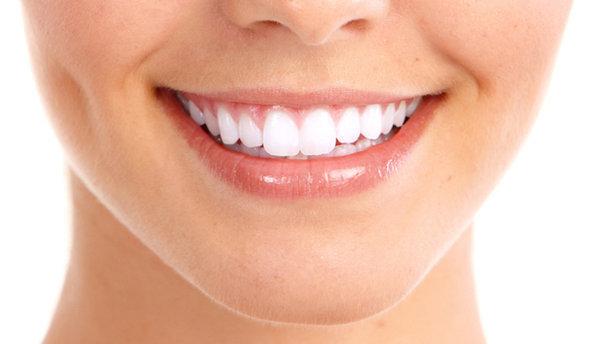 Sağlıklı dişlere ve güzel bir gülümsemeye sahip olmak için en başta ağız ve diş sağlığı konusunda bilinçlenmek gerekir.