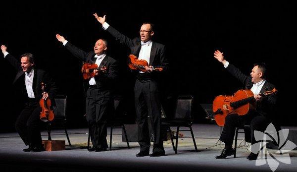 29.11.2014  Latin müziğinin Türkiye'deki en tanınmış isimlerinden Ayhan Sicimoğlu ve Latin All Stars 17.00'de Bulvar 216'da. Anadolu Ateşi'nin davul ve dans şovu ise saat 19.30'da başlayacak. CRR sahnesinde bu akşam 20.00'de, klasik müziği ilginç sahne şovu ile farklı bir tarzda yorumlayan Mozart Group var. Nic Fanciulli, garajistanbul ev sahipliğinde düzenlenen rave parti serisi İstanboom kapsamında, 21.00'de sahnede. Mirkelam, 22.00 itibarıyla Hayal Kahvesi sahnesinde. Müziğinde hip hop'tan punk ve elektroniğe uzanan öğeleriyle Jahcoozi, 22.00'de Roxy sahnesinde. İngiliz elektronik caz grubu Submotion Orchestra, keyifli ve dans dolu bir gece için 22.00'de Babylon sahnesinde. Tekno müzik dinleyicileri bu akşam 23.00'te, DJ Recondite performansı vesilesiyle Kloster'de buluşuyor. İstanbul Arabesque Project, 23.00'te Bronx Pi sahnesinde huzurlarda olacak. Nublu sahnesi bu gece Goldnights kapsamında, elektronik müzik sahnesinin ünlü ikilisi Florian Wäldele ve Florian Dressler'ın The Ohohoh isimli projesinin yeni uzantısı The Ohcestra'yı ağırlayacak. Sanatçı Semiha Berksoy'un ilk galeri sergisi 'Halüsinasyon Duvarı', 10 Ocak tarihine kadar Galerist'te görülebilir