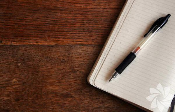 1-Davetli listesini hazırlamayı unutmayın:Davetli listesi hazırlamadığınız taktirde çağırmayı unuttuğunuz kişiler elbette ki olur. Tabii bu da yakın arkadaşlarınızın hiç hoşuna gitmeyebilir. Bu yüzden önceliğiniz kimlerin geleceğini düşünmek olmalı. Ayrıca evin büyüklüğüne göre ne kadar kişi çağırıp çağırmamanız gerektiğine listeyi hazırlarken karar vermiş olursunuz.
