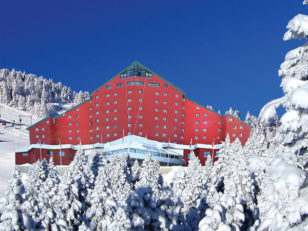 Bursa / Uludağ - Karinna Hotel  Beyazlar içinde bir balayı... Kulağa hoş geliyor değil mi? Böyle bir balayı hayal ediyorsanız Uludağ tercih listenizde bulunabilir...