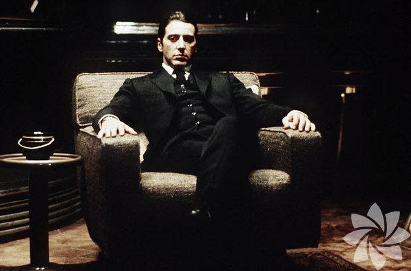 """Baba 2 1974 The Godfather: Part II Yönetmen: Francis Ford Coppola Bu filme kadar devam filmlerinin ilkinden daha kötü olduğu söylenirdi. Ama """"Baba 2"""" kuralı bozdu. Film, Vito Corleone'nin çocukluğu ve 1920'li yıllarda New York'taki yükselişini, Michael Corleone'nin devrim öncesi Küba'da yaşadığı serüvenlerle paralel olarak anlatıyor. 11 dalda Oscar'a aday olan film 6 dalda ödüle ulaştı. İlkinin sadece 3 Oscar'ı vardı."""