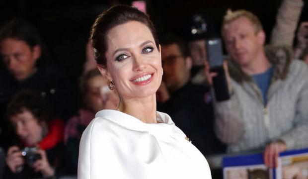 Angelina Jolie suçiçeği çıkardı