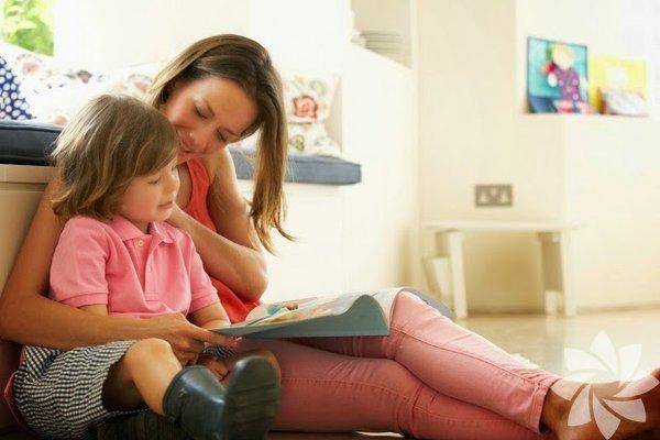 Empati, başkalarının bakış açılarının farkında olabilmek ve kendi duygusal tepkilerini düzenlemek yeteneğidir. Duygusal istikrar, esneklik, zorlukların üstesinden gelme yeteneği, sosyal bağlılık ve genel memnuniyeti içerir. 1. Çocuğunuza tutarlı duygusal ve fiziksel destek sağlayın Araştırmalar gösteriyor ki güvenli bağları ve ilişkileri olan çocuklar, diğer çocukların sorunlarını daha çok önemsiyorlar.