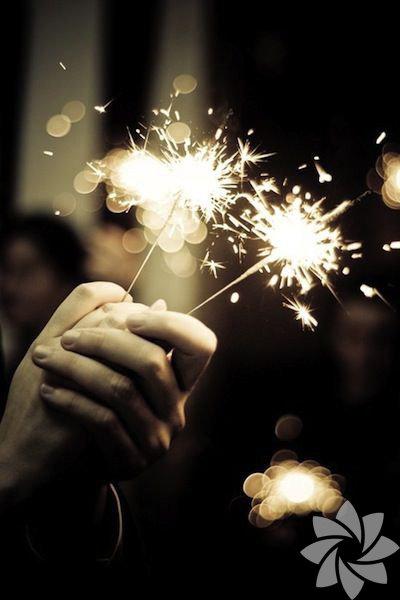 Bulutsuz gökyüzü senin olsun demiştim; ümitlerin solmasın, tükenmesin diye. Yeni yılda hayallerine kavuşman dileğiyle… İyi yıllar!