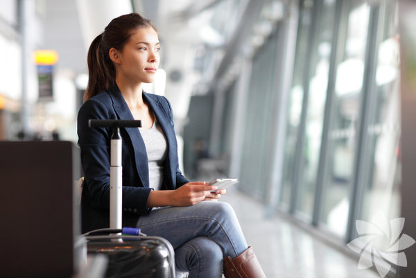 1- Hafif ve pratik bagaj Seyahat hazırlığı yolculuğun yüzde 70'ini oluşturur. Gidilecek yere göre alınabilecek ya da giyilecek kıyafetlerin valizinizde çok yer kaplaması durumunda bagajın hacmi ve ağırlığı artacaktır. Bu sebeple öncelik sırası belirleyip çantanızı ona göre hazırlayın ve her halükârda yüzde 25'inin boş kalmasına dikkat edin.