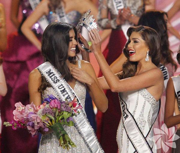 Miss Universe (Kainat Güzeli) 2015 yarışmasının kraliçesi 22 yaşındaki Kolombiyalı Paulina Vega oldu.