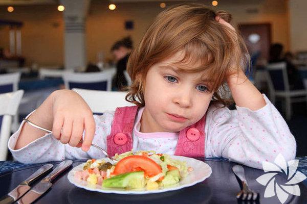 """Pancar, brüksellahanası, pancar, bamya, greyfurt... Kış meyve-sebzelerinin pek lezzetli olmadığı aşikâr ama soğuklarda bol bol tüketilmeleri şart. Özellikle de çocuklar tarafından... Peki, ne yaparız da bu """"tatsız"""" ama şifalı yiyecekleri daha çok tüketiriz?"""