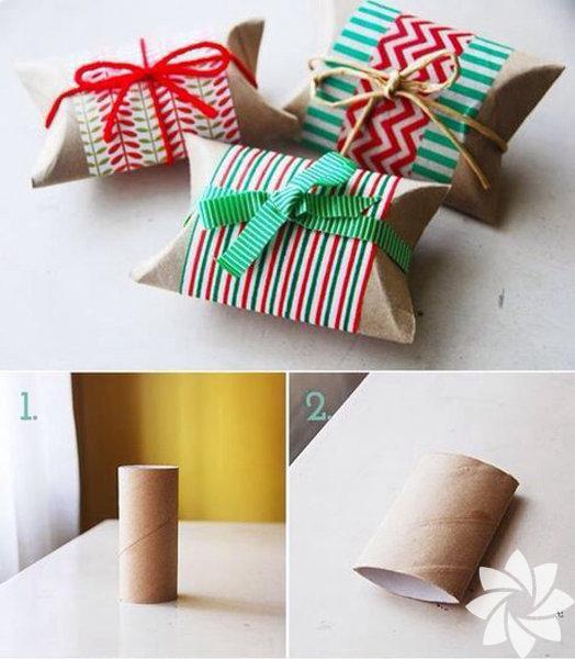 Tuvalet kâğıdı ruloları ile küçük hediyelerinize kutular hazırlayabilirsiniz. Üzerini süslemek için renkli kâğıtlar ve ipler yeterli. Önce ruloları hafifçe yassılaştırın…