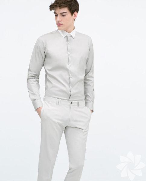Sevgiliniz kurumsal bir firmada çalışıyor ve devamlı şık olmak durumundaysa ona smart casual tarzda bir gömlek hediye edebilirsiniz... Zara 99.95