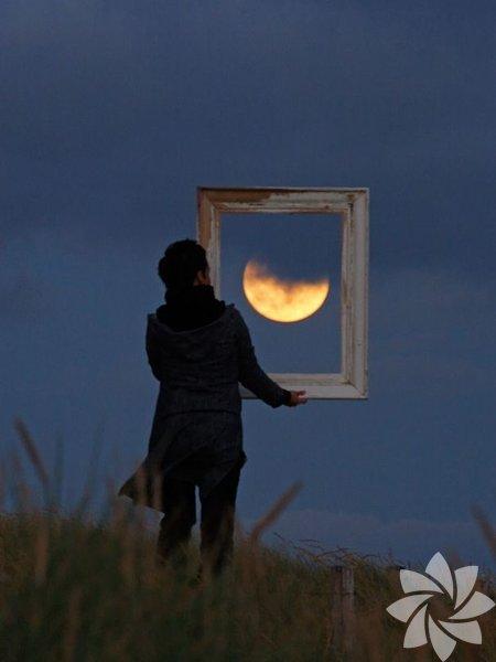 Fransız manzara astrofotoğrafçısı ve astronomi gazeteci Laurent Laveder, Ay'ı kullanarak harikalar yaratmış.