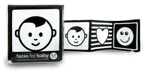 Siyah-beyaz desenler Siyah-beyaz renklerde yüksek kontrastlı desenler, yeni doğan bebeğinizin ilgisini çeker; çünkü bunlar en rahat görebildiği renklerdir. Desenlerdeki ve şekillerdeki farklılıkları kolaylıkla ayırt edebilecek, böylece görsel gelişimi hızlanacaktır.