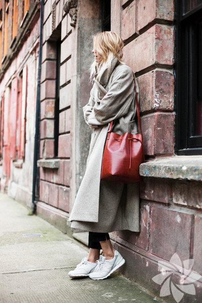 Biz ilkbahar/yaz sezonuna hazırlanırken moda dünyası gelecek kışı konuşmaya başladı bile. Kışın en soğuk günlerini sıcak geçirmenin sırrı paltolarda saklı diyenler için geride bıraktığımız 2015/16 Sonbahar/Kış New York Moda Haftası'nın öne çıkan palto stillerini biraraya getirdik. Modelinden rengine kadar sezon trendlerini yakından takip eden paltolar ilham almaya ne dersiniz?