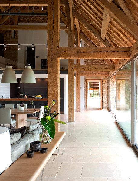 Ahşap materyal ağırlıklı çatı katları 'sıcak' yuva algısını perçinliyor.