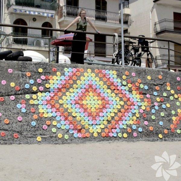 Fransız  sanatçı Mademoiselle Maurice, Vietnam, Hong Kong ve Fransa sokaklarını origami kağıtları farklı bir çalışmaya imza attı.