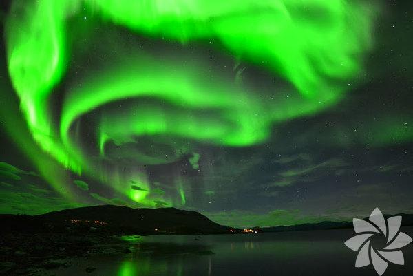 """Yıl sonunda yayımlanacak yeni kitabım """"NorthKuzey"""" için yollardayız yine... Son durağımız, Lappland'ın en kuzeyinde yer alan Abisko... """"İskandinav Yarımadası ya da İsveç'in en kuzey ucu"""" da denilebilir. Doğa harikası bölge aynı zamanda Kuzey Işıkları'nın İskandinavya'dan en güzel izlendiği noktalardan biri... Ertuğrul Özkök Ağabey'le otomobille Lappland'da Kuzey Kutup çizgisinin üzerinde yaptığımız yolculuğun hikâyesini gelecek hafta yazacağım."""