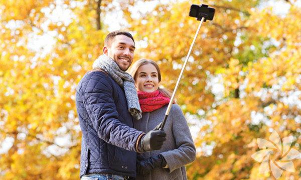 Selfie paylaşmayı bırakırsanız gerçekleşecek 10 şey  Günümüzde yaşayan çoğu insanın sosyal medya tutkunu olduğu doğrudur. Ve son zamanlarda sosyal medyanın en çok öne çıkan ögelerinden biri ise elbette 'selfie'lerdir. Kendinize olan güven ile başkalarının sizi nasıl gördüğüne dair takıntılı olma durumunu birbirinden ayırabildiğiniz sürece sorun yok. Ve günümüzde kendi hayatınızı belgelemek de oldukça doğal sayılıyor. Ama bir kez diğer insanlara hayatınızı sergilemekten ve sizinle ilgili ne düşündüklerine önem vermekten vazgeçtiğinizde, başınıza şunlar gelecektir: