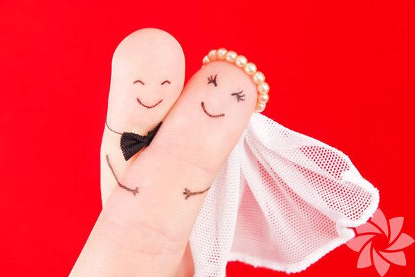 Kibar olun Tercih edebileceğiniz her durumda tavrınızı kibarlıktan yana koyun. Eşinize de en az yeni çıkmaya başladığınız bir yabancı kadar saygılı olmalısınız.