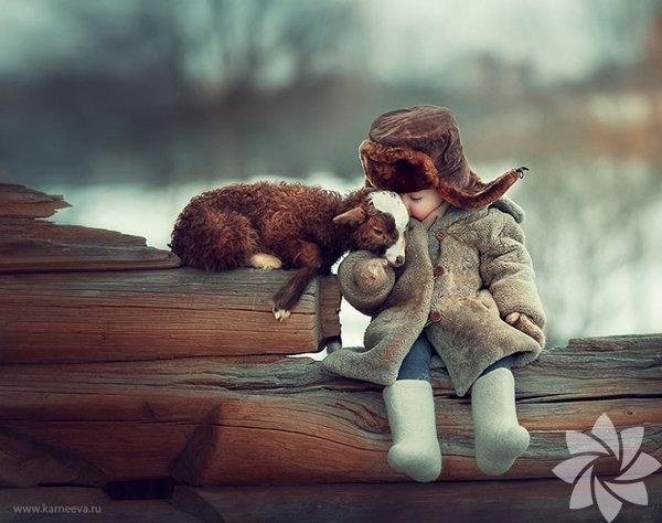 Çocukların hayvanlarla vakit geçirirken çekilen fotoğraflarını hepimiz sevimli buluyoruz. Yine de zihninin bir köşesini, zarar göreceklerine dair bir korku kaplıyor.