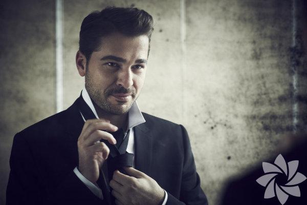 Engin Altan Düzyatan, 26 Temmuz 1979'da, İzmir'de doğdu.
