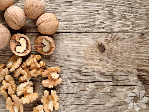 Ceviz, Omega 3 açısından en zengin ağaç yemişidir. Yüksek Omega 3 alımının, kalp-damar hastalıkları riskini azalttığı belirlenmiştir. (PAN 2012)