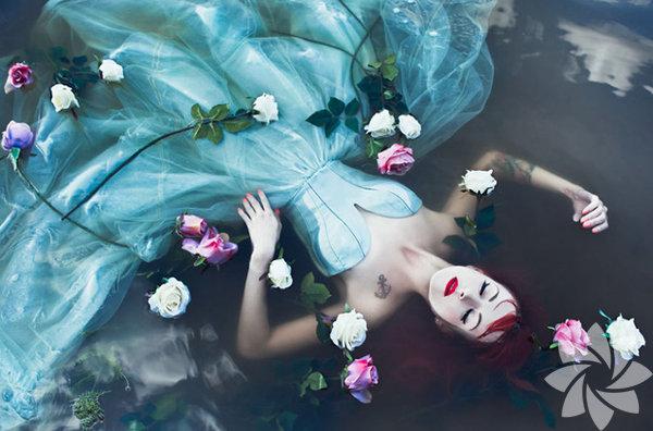 Karolina Ryvolova, Çek Cumhuriyeti'nde yaşayan bir fotoğrafçı.