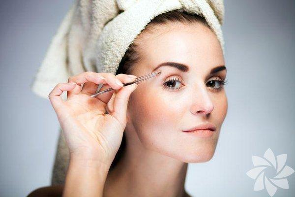 Kaşlarınıza gereken önemi vermiyorsanız, vermeniz gerektiğini bilmelisiniz. Onları bakımlı ve sağlıklı tutmak yüzünüzün tüm görünümünü etkileyecektir.
