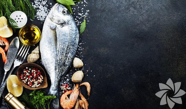 Uzmanlara göre her ay mevsimine uygun balık yemelisiniz. Bunun temel sebebi pek çok deniz canlısının yumurtlama zamanının Nisan ve Ekim ayları arasına denk gelmesi... Yumurtlama dönemindeki balıkları yemeniz deniz ekosisteminin bozulmasına sebep olur. Yavru ve yumurtlamak üzere olan balıkları yemeniz bir sonraki balık sezonlarında, balık stoklarının çok hızlı düşmesine ve türlerin yok olmasına neden oluyor. İşte bunlara sebep olmamak için nisan ayında bu balıkları tüketin: