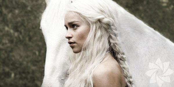 Merakla beklenen Game of Thrones'un saç modellerinden ilham almaya ne dersiniz? Herkesin merakla beklediği Game of Thrones efsanesinin yeni sezonu başlıyor. Peki dizideki helenistik saç modellerini gündelik hayatınıza uyarlamaya ne dersiniz?