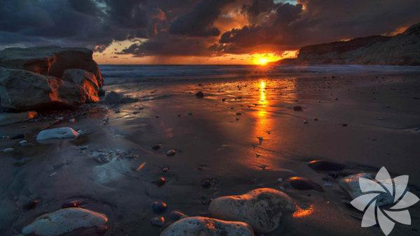 Kıbrıs, Akdeniz'de bulunan en büyük üçüncü ada.