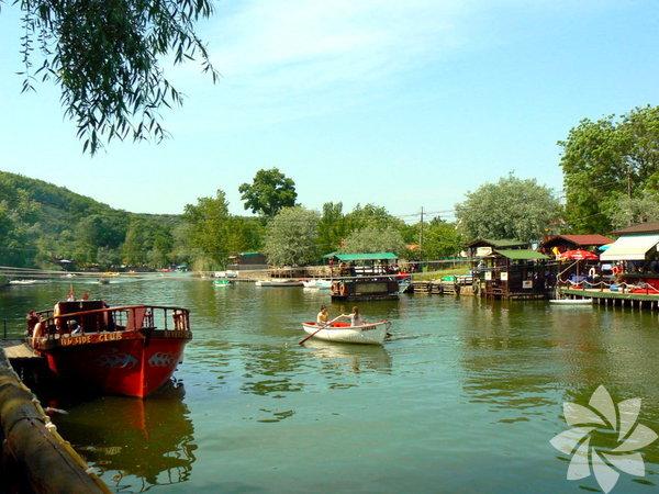 23 Nisan geldi çattı. Neden İstanbul sınırlarından çıkmadan hem denizin tadına varacağınız hem de doğayla iç içe olacağınız yerler keşfetmiyorsunuz? Şehirden çok uzaklaşmadan 1-2 saatlik mesafe yol giderek kendinize güzel bir gün hediye edin.