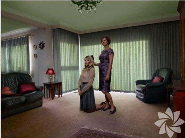 Anneler ve kızları arasındaki bağ, hayatın her aşamasında yeni sorunlar karşı karşıya kalarak, zamanla değişir.