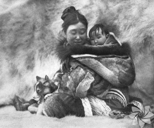 Kuzeyli Nanook 1922 (Nanook of the North)  Yönetmen: Robert J. Flaherty - Fransa / ABD İlk antropolojik belgesel. Bir yıl boyunca Kuzey Kutbu'nda Nanook ile ailesiyle birlikte yaşayan Flaherty, uygarlığın birçok nimetinden uzakta avcılık ve takasla hayatlarını sürdüren Eskimoların yaşamından kesitler aktarıyor; doğayla ilişkilerini yansıtıyor. Aradan yıllar geçmesine rağmen hâlâ eskimeyen, sıcaklığını, duygusunu ve anlamını koruyan bir film.