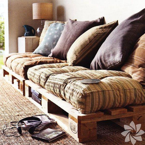 Paletleri yanyana dizerek ahşap bir sedir oluşturabilir ve üzerine de yumuşak minderlerler koyarak salonda ya da küçük bir odada sedir köşesi yaratabilirsiniz.