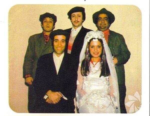 Salak Milyoner (1974)  Yönetmen: Ertem Eğilmez Kayseri'nin bir köyünden define bulmak için İstanbul'a gelen dört kardeşin öyküsü. Himmet (Zeki Alasya), Hayret (Metin Akpınar), Gayret (Halit Akçetepe) ve Saffet'in (Kemal Sunal) birbirlerinden habersiz İstanbul'a doğru yola çıkmalarıyla başlayan define serüvenleri, eğlenceli ve unutulmaz sahneler vaat ediyor. Zeki Alasya, sinemadaki ilk önemli rollerinden biri olan Himmet Ağa'da harika bir performans çıkartıyor. Mehmet Çavuş'a (Münir Özkul) haber vermeden gizlice evin temelinde define aradıkları bölümler, defalarca seyretseniz dahi hâlâ çok komik.