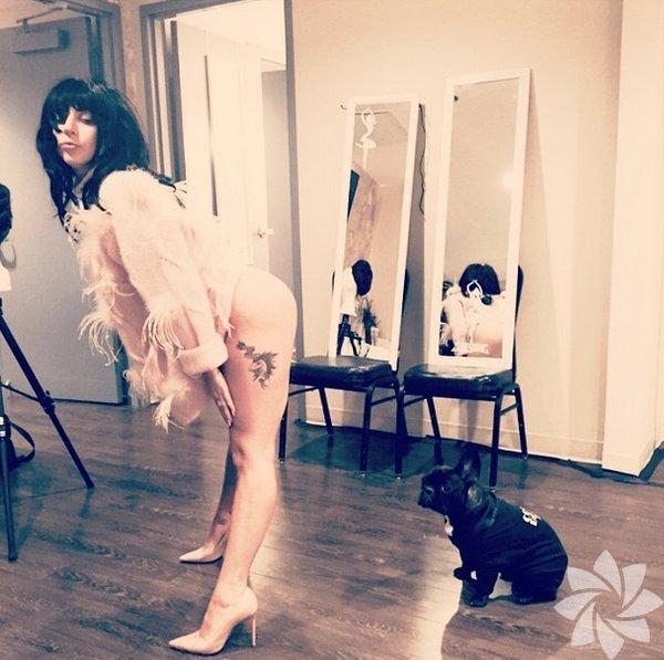 Lady Gaga ve Miss Asia Kinney @missasiakinney