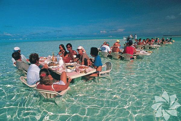 Bu deniz restoranında, Bora Boa