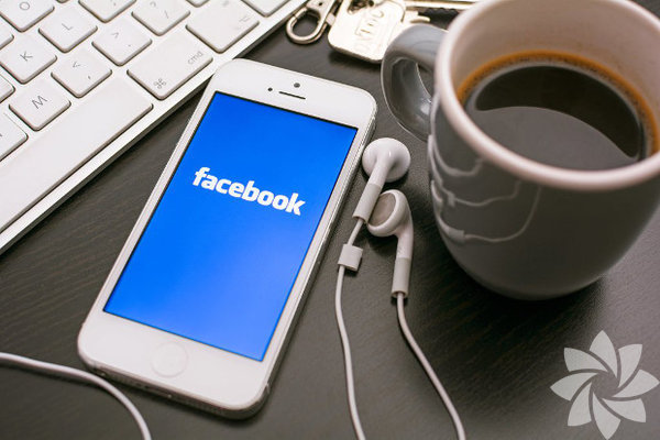 Facebook hesabınızı kapatmanız geleceğiniz için faydalı olacaktır.  Son yıllarda iletişimde büyük gelişmeler yaşandı. Mektuplardan telefon  konuşmalarına, telefon konuşmalarından kısa mesajlara, kısa mesajlardan  görüntülü konuşmalara, görüntülü konuşmalardan sosyal medyaya pek çok  gelişme… Tüm bu gelişmeler sonrasında, 21. yüzyılın en büyük  icatlarından biri 2004 yılında kuruldu ve o zamandan beri bir virüs  salgını gibi yayılmaya başladı.