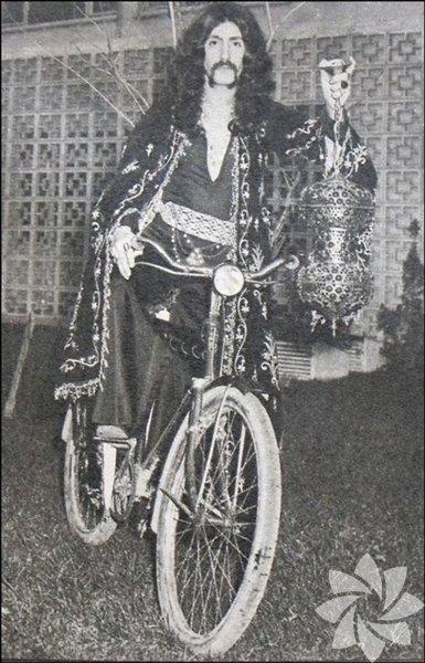 İşte bisikletten vazgeçemeyen ünlüler... Barış Manço