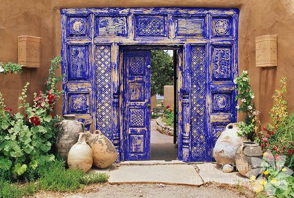 Baktıkça içinizin açılacağı, hatta kapılarınızı değiştirmek istemenize sebep olabilecek 100 özel tasarım kapı modeli! Sanatsal kapılar