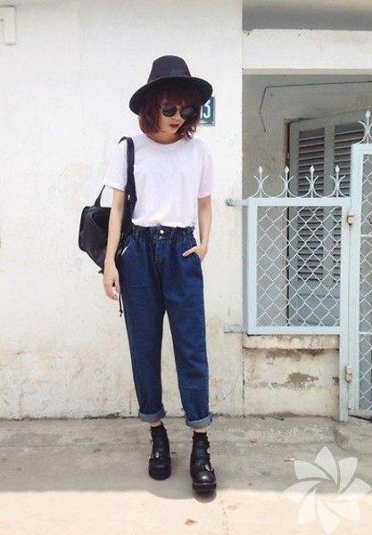 Sevgilinizin dolabını şöyle bir karıştırın. Giymediği ne varsa köşeye ayırın çünkü onlar sizin yeni cicileriniz olacak! Özellikle kot pantolonları minik birkaç işlemden geçirdikten sonra ne kadar doğru bir şey yaptığınızı göreceksiniz. Yüksek ihtimalle beli büyük gelecek pantolonları terziye götürmeniz gerekecek. Belini kendi ölçünüze göre ayarlatıp yeni pantolonunuza kavuşabilirsiniz.