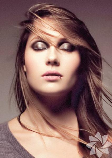 27.06.2015    - Teknonun karanlık yapısını yansıtan Raving George, melodik ve dark sound'unu Label Project sunumuyla Kloster Terrasse'a taşıyacak.