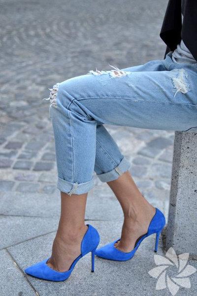 Ayak bilekleri kalın olanları kurtaran ilk kombin önerimiz skinny jean ve ince topuklu ayakkabı... Bu skinny jean ve ince topuklu ayakkabınızı gideceğiniz mekana, buluşmanın önemine göre seçeceğiniz bluz, takı ve çanta tamamlayabilirsiniz.