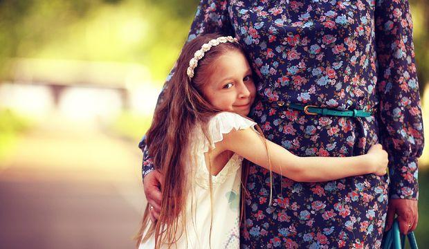 Çocuğunuzu birine sarılması için asla zorlamayın